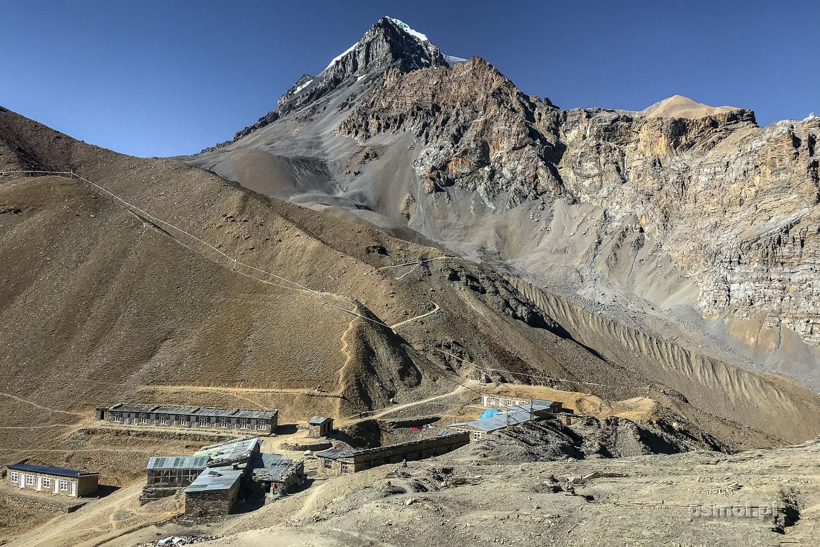 Widok na High Camp na szlaku dookoła Annapurny