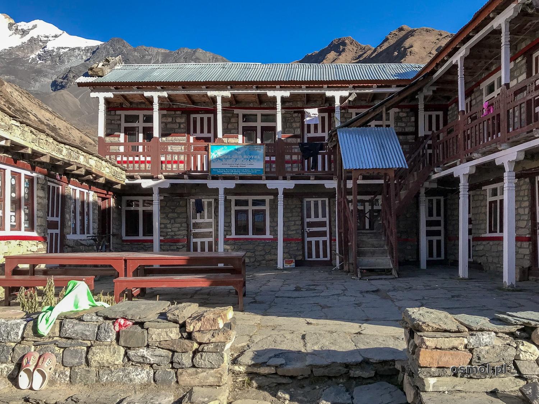 Hotelik na szlaku w Himalajach