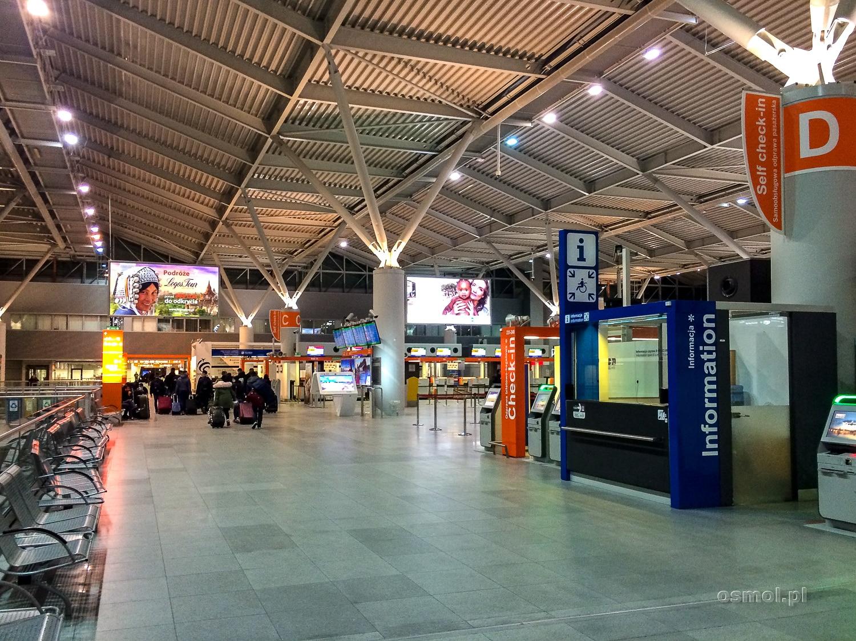 Terminal odlotów na lotnisku Okęcie w Warszawie
