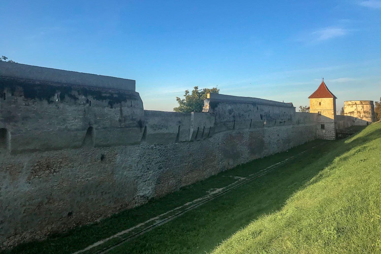 Mury obronne w Braszowie