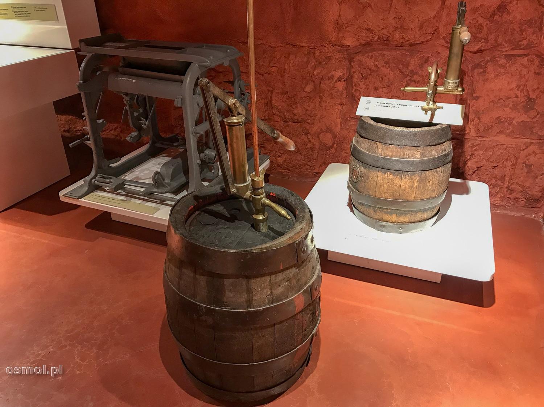 Beczki z piwem w muzeum piwa