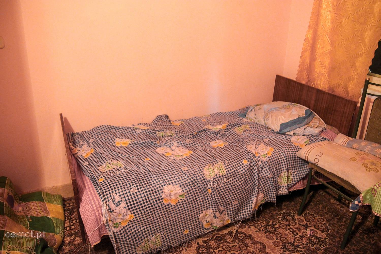 Pokój noclegowy w hostelu w Uzbekistanie. Niby prywatny, ale standard pozostawiał wiele do życzenia