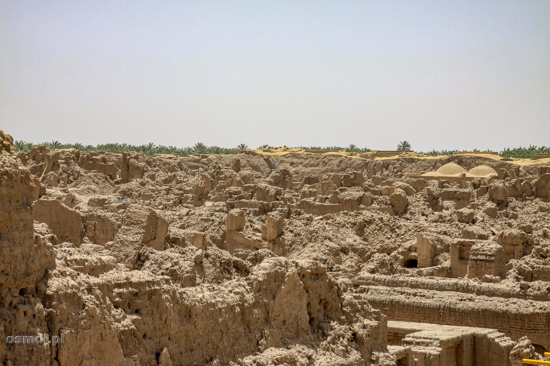 Ruiny twierdzy w Bam - tak wyglądają okolice twierdzy, po kilku latach od trzęsienia ziemi. Wiatr, deszcz, czas zrobiły swoje.