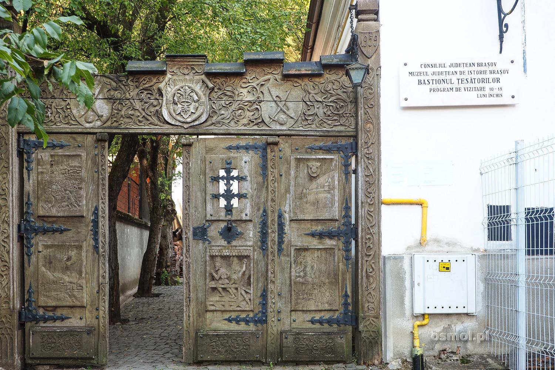 Wejście do Bastionu Tkaczy w Braszowie