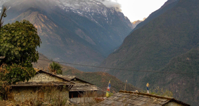Widok na wioskę w Himalajach