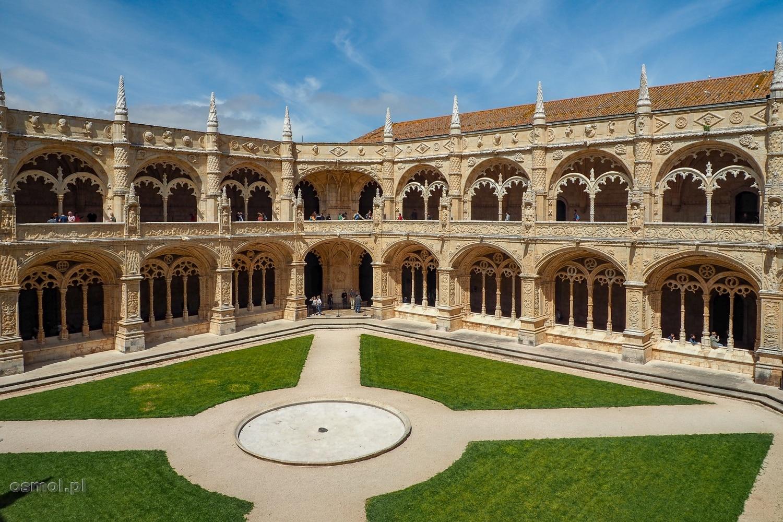 Widok na krużganki klasztoru Hieronimitów w Lizbonie