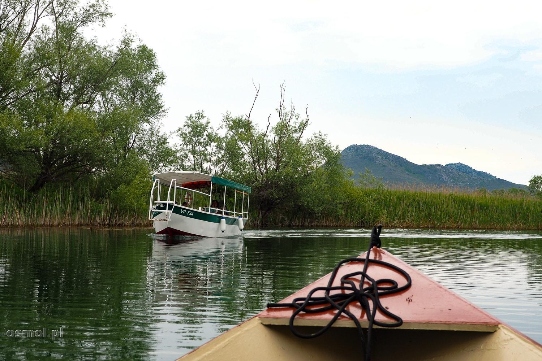 Łódka na Jeziorze Szkoderskim