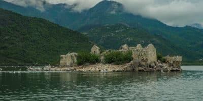Zamek Grmožur na Jeziorze Szkoderskim