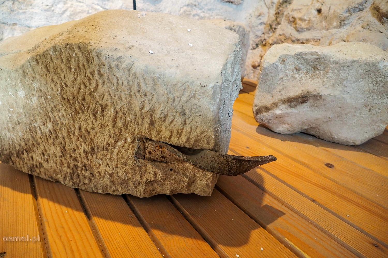 Kamienie, które pozostały z oryginalnego Starego Mostu w Mostarze
