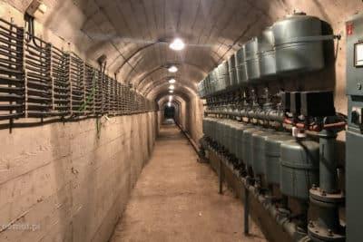 Korytarz techniczny w bunkrze