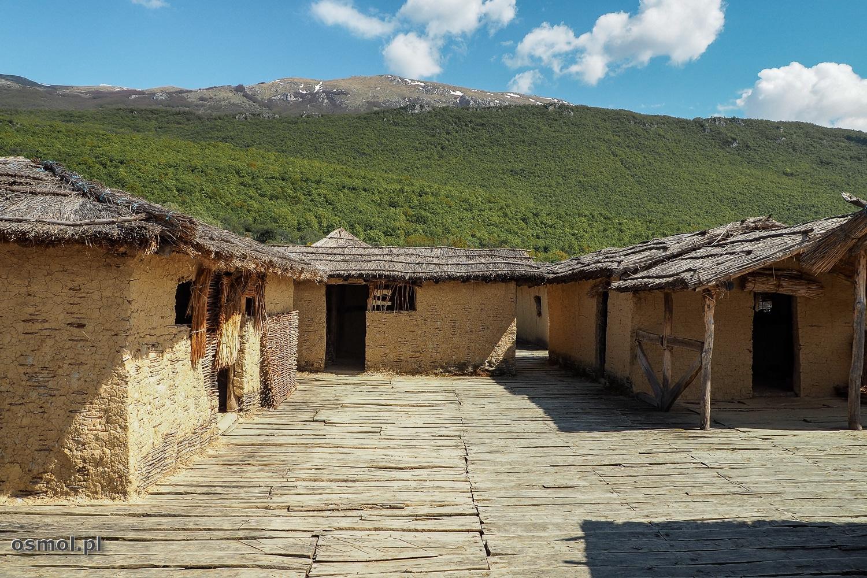 Zatoka Kości - zrekonstruowana osada w Macedonii