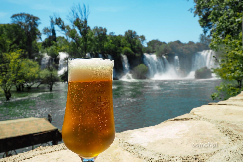 Piwo w restauracji przy Wodospadach Kravica