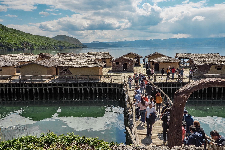 Osada Zatoka Kości w Macedonii