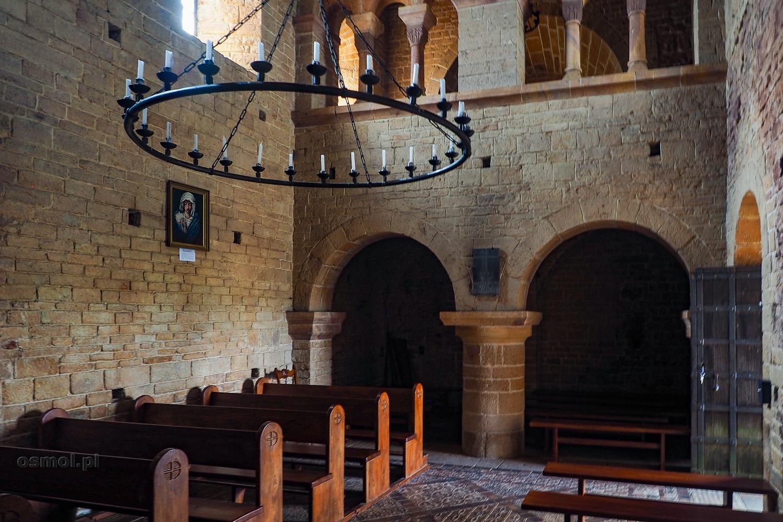 Wnętrze romańskiego kościoła w Inowłodzu
