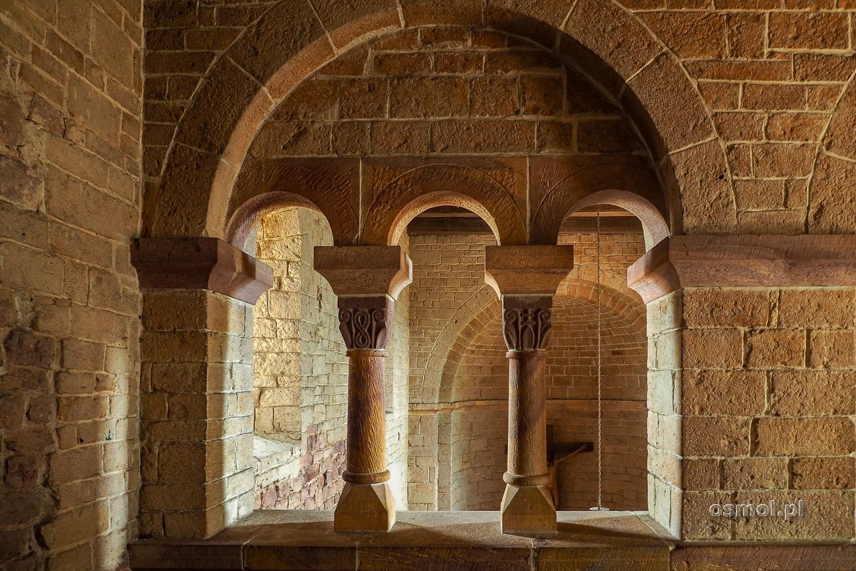 Kamienne okna kościoła św. Idziego w Inowlodzu