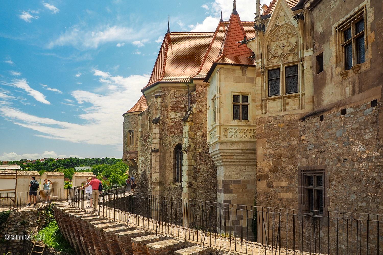 Mury zamku w Hunedoarze