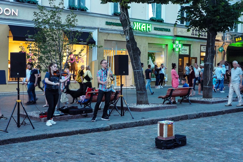 Muzycy na ulicy Deribasowskiej w Odessie