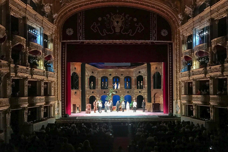 Scena w operze w Odessie