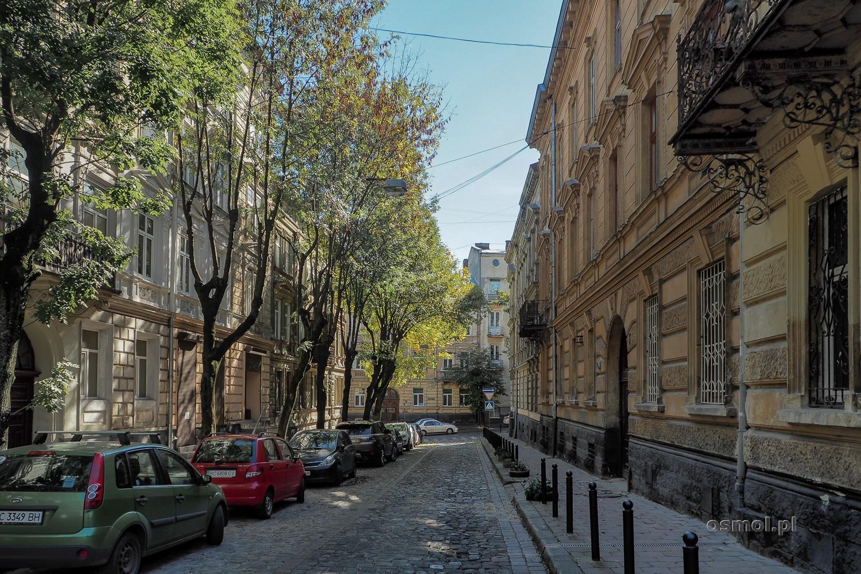Ulica we Lwowie, jedna z wielu, w które po prostu warto się zapuścić i zagubić.