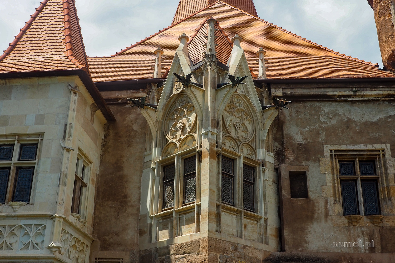 Zdobione okna zamku Hunedoara