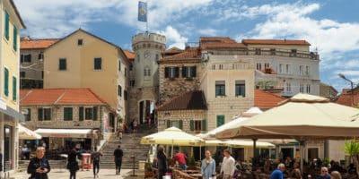 Trg Nikole Djurkovicia - główny plac w Herceg Novi