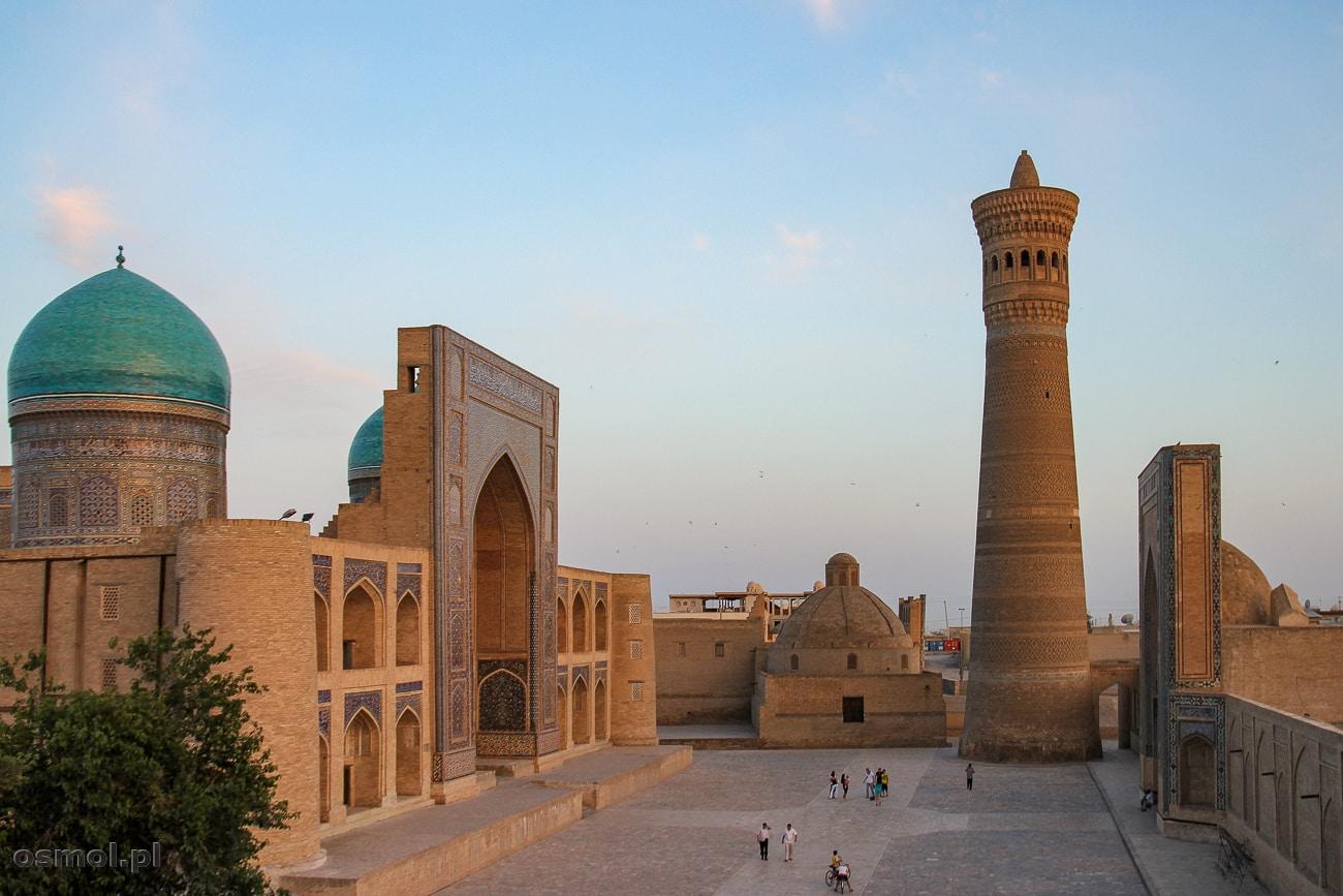 Uzbekistan. Bukhara - widok na meczet i medresę Kalon. To jeden z najpiękniejszych kompleksów świątynnych w Bucharze.