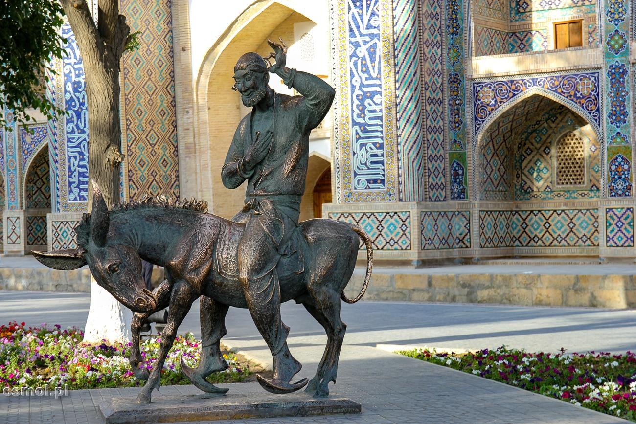 Pomnik mitycznego mędrca i wędrowca - Nasreddina Hodja – pomnik w Bucharze. Co poradzić, że Polakom kojarzy się on z niejakim Macierewiczem? ?