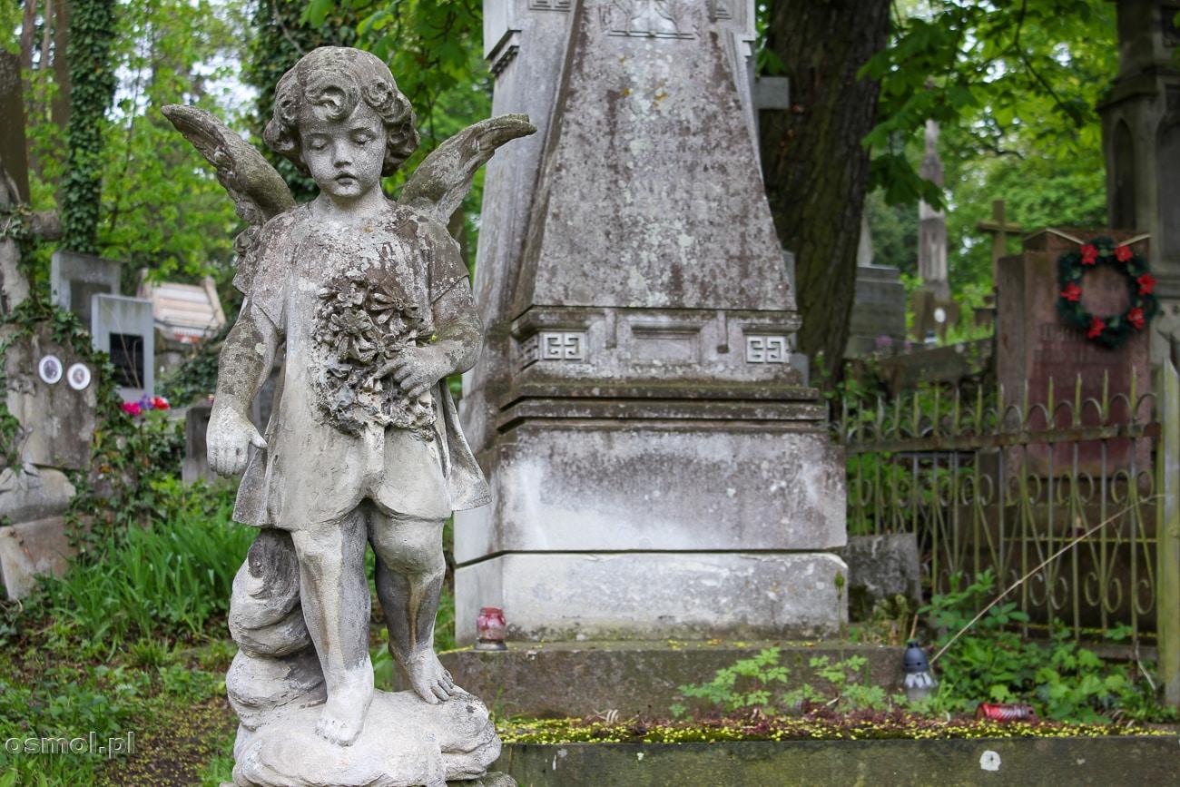 Nagrobek i pomnik dziecka na Cmentarzu Łyczakowskim