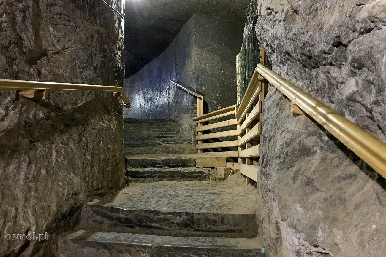 Schody wykute w pokładach soli w kopalni Kaczyka