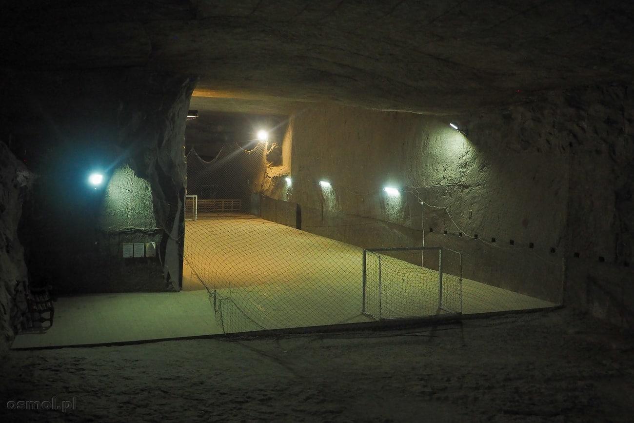 Boisko piłkarskie w kopalni soli Kaczyka