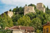 Widok na górujący nad okolicą zamek w Stolac