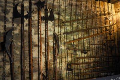 Wystawa broni na średniowiecznym zamku w Suczawie
