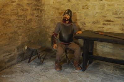 Figura żołnierza na zamku w Suczawie