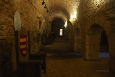 Odbudowane stare podziemia na zamku