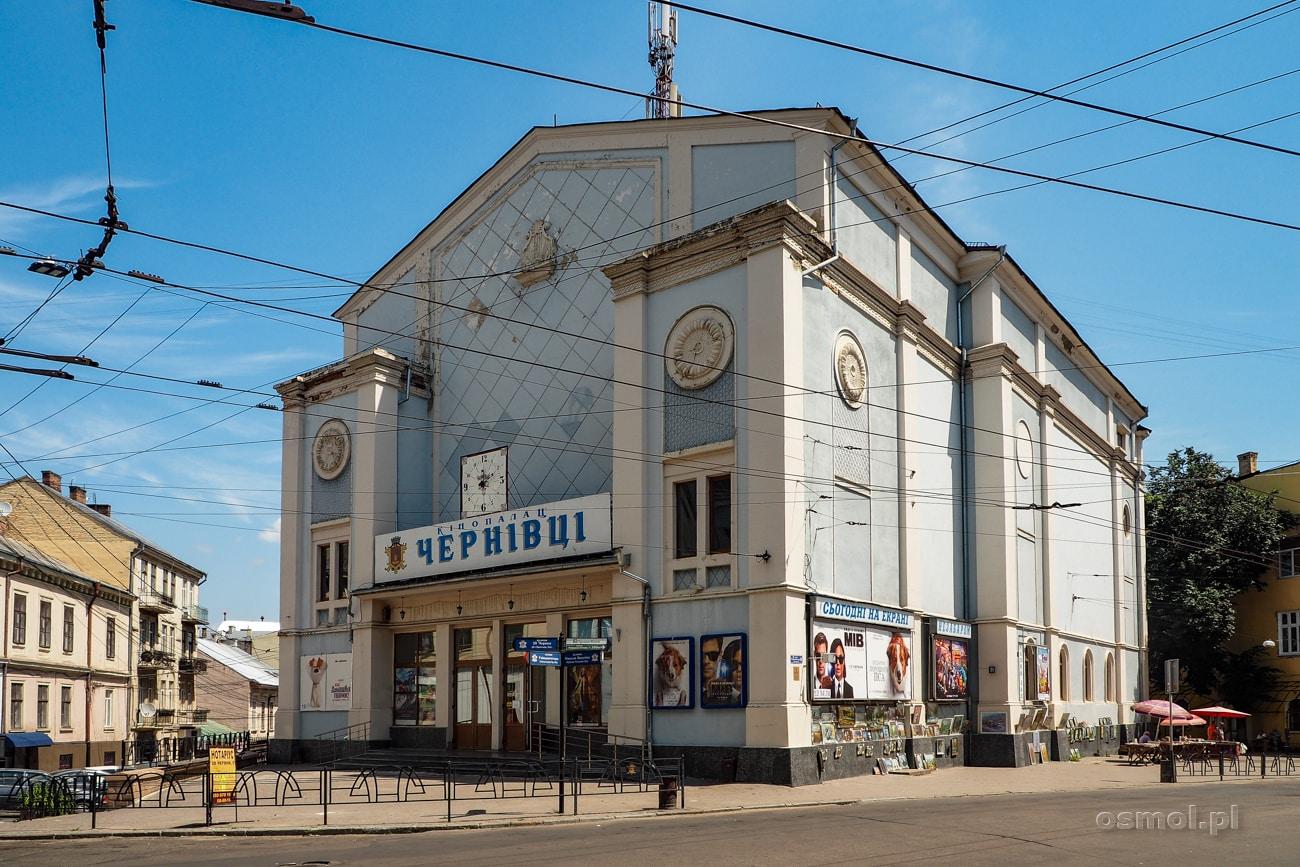 """Synagoga w Czerniowcach - Dziś jest to budynek kina, który popularnie zwie się """"kinogogą"""""""