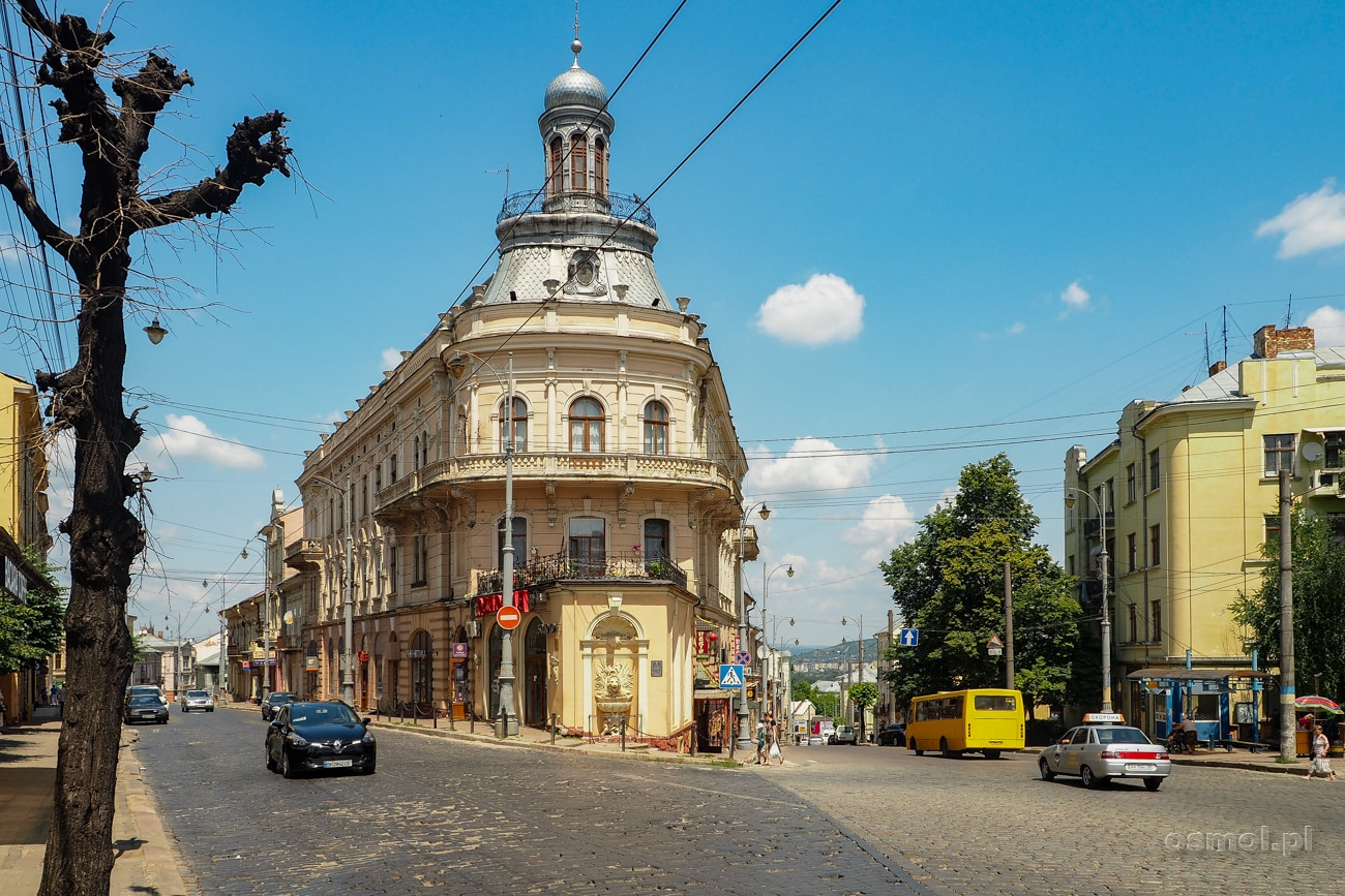 Dom Statek - jeden z bardziej charakterystycznych budynków w Czerniowcach