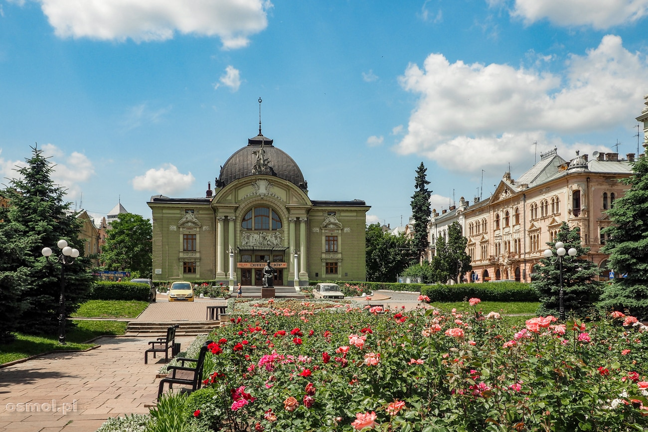 Plac przed Teatrem Dramatycznym w Czerniowcach
