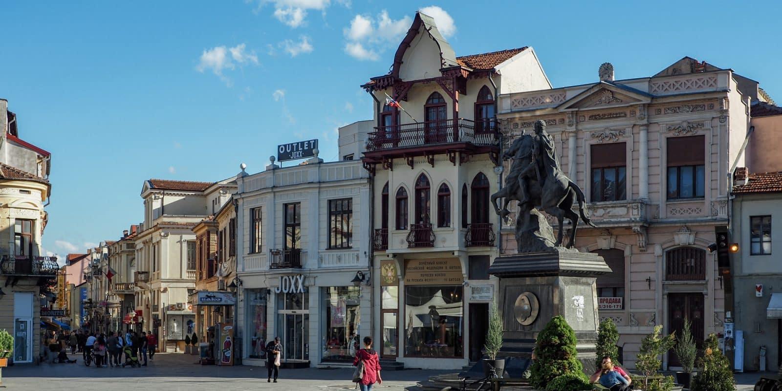 Główny plac Bitoli z wieżą zegarową
