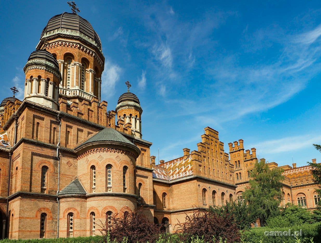 Ceglane zabudowania uniwersytetu w Czerniowcach