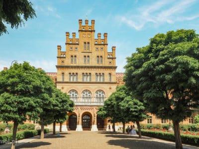 Wejście do gmachu głównego Uniwersytetu w Czerniowcach