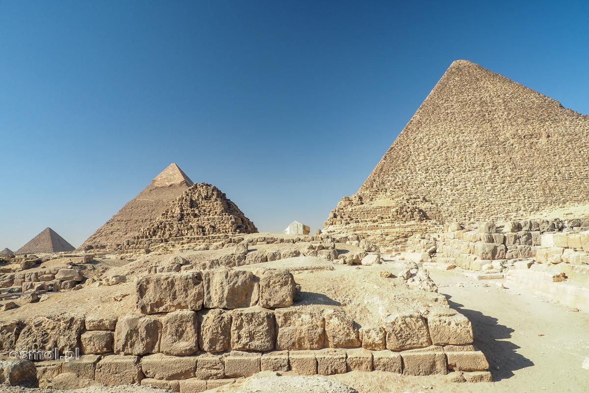 Trzy piramidy w Gizie. To co do dziś pozostało z ostatnich cudów antycznego świata.
