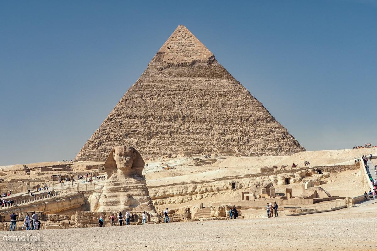 Piramidy w Gizie - a na pierwszym planie Sfinks