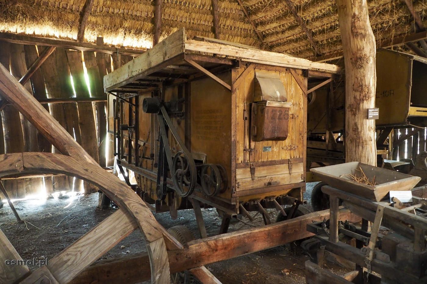 Młockarnia w skansenie w Maurzycach. Taką młockarnię pamiętam jeszcze ze stodoły dziadka.