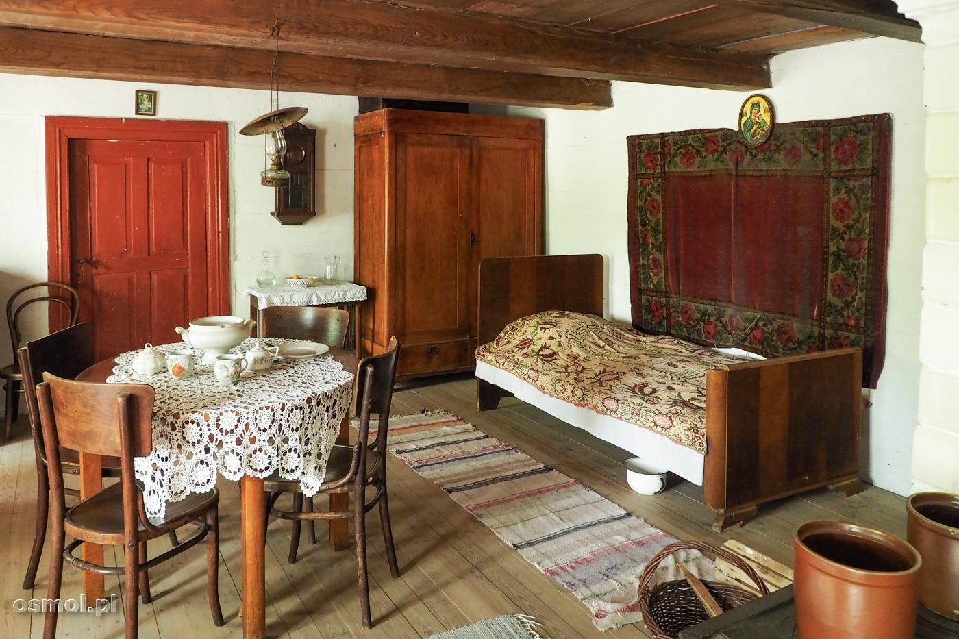 Pokój mieszkalny nauczyciela w skansenie w Maurzycach