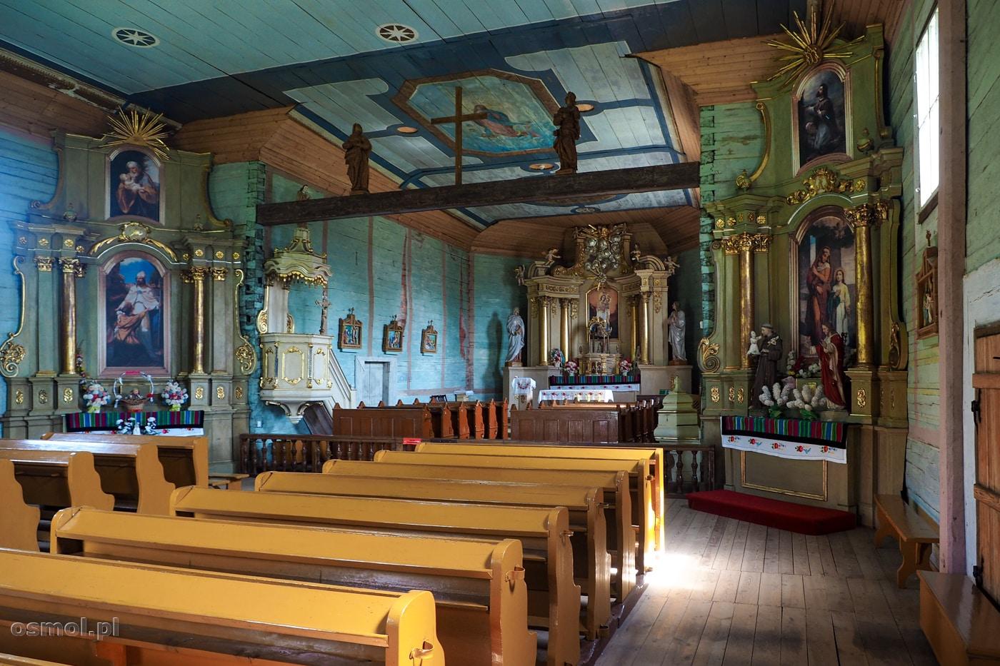 Wnętrze kościoła przeniesionego do skanseny w Maurzycach