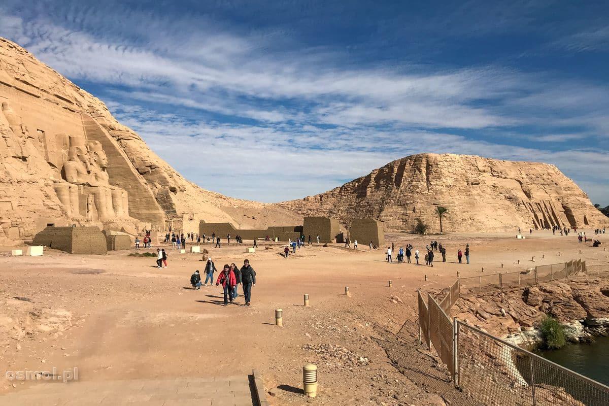 Widok na dwie świątynie Abu Simbel