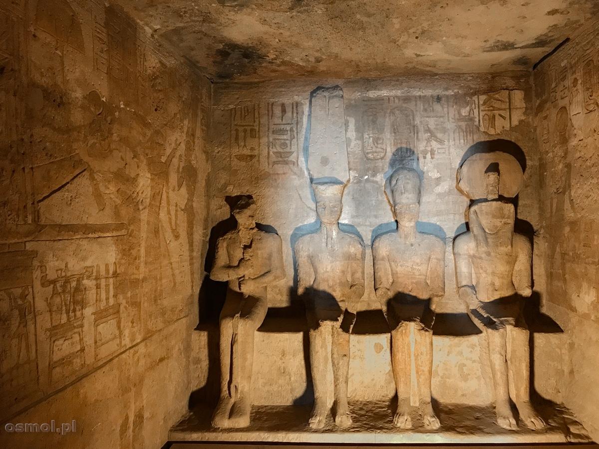 Posągi faraona Ramzesa II i trzech bogów w Abu Simbel