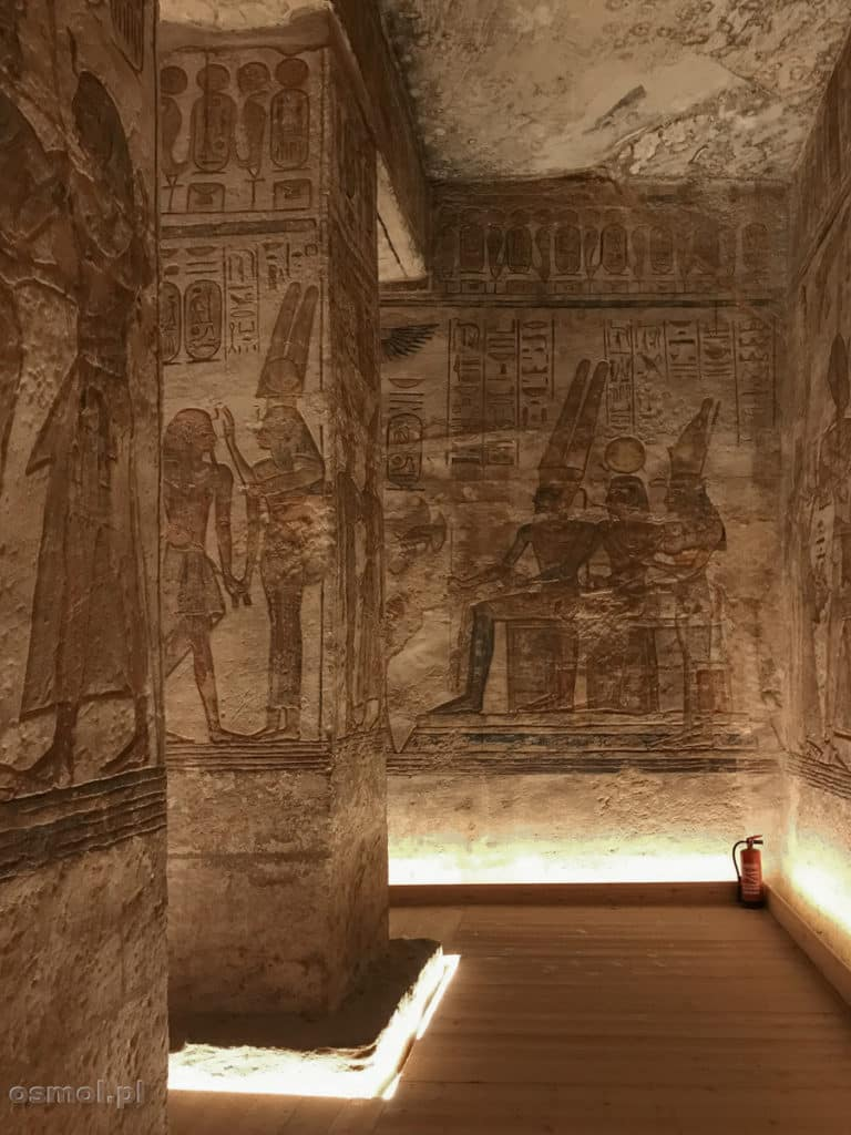 Sala z płaskorzeźbami w Abu Simbel