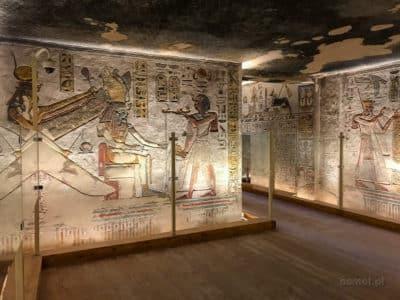 Zdobienia wnętrza grobowca Ramzesa III w Dolinie Królów w Egipcie