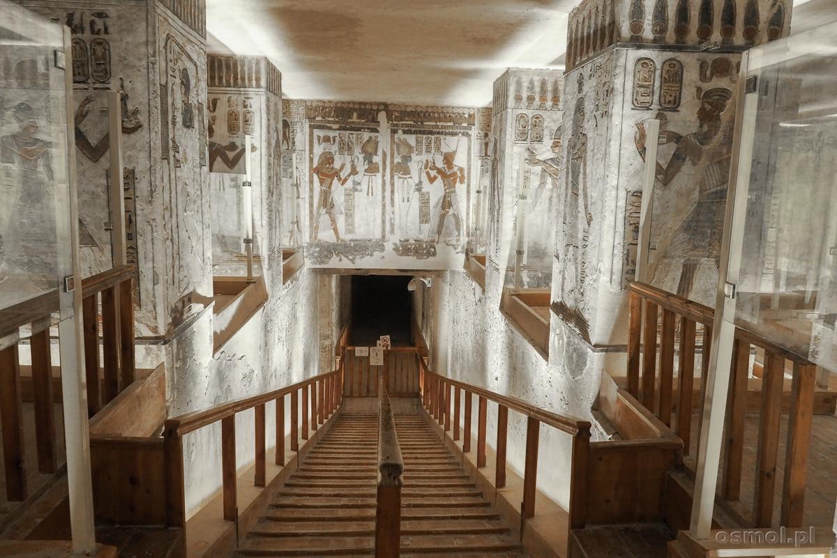 Zejście do komnaty grobowej w grobowcu Ramzesa IIII